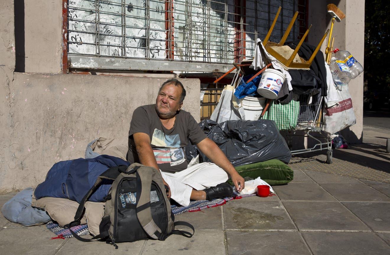 Raúl González vive en la calle desde hace tres años