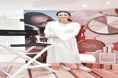De punta en blanco, Luli Fernández asistió a la presentación de una nueva base