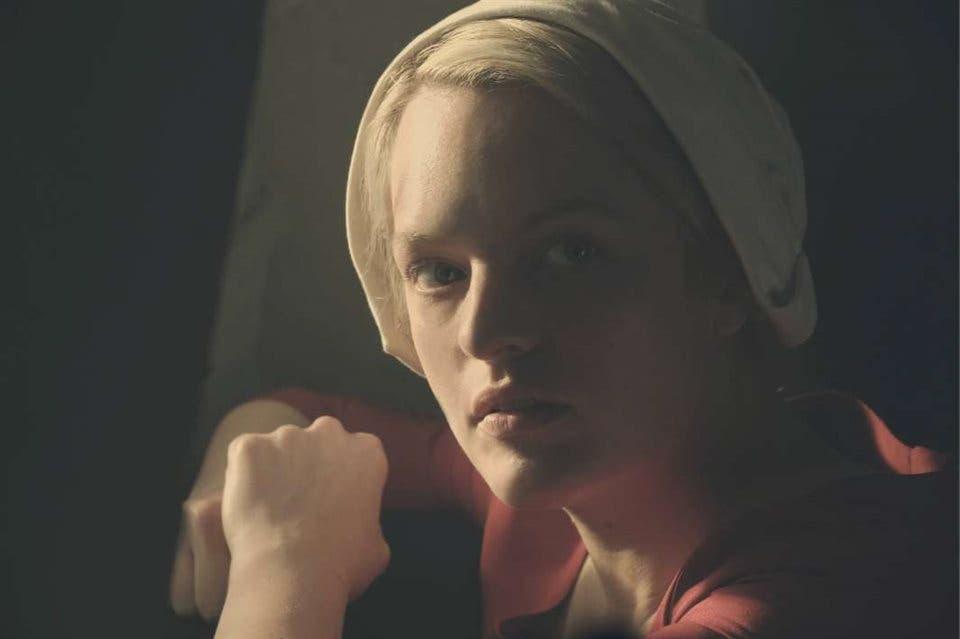 Elisabeth Moss cerca de reemplazar a Johnny Depp en El hombre invisible