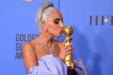 Lady GaGa, feliz con su primer premio de la noche
