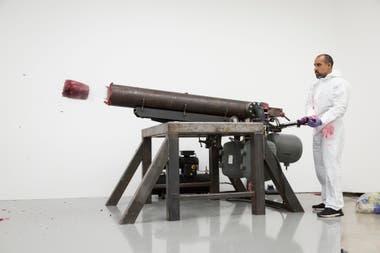 Disparando en la esquina II, una de las obras que integran la muestra Surge en Fundación Proa