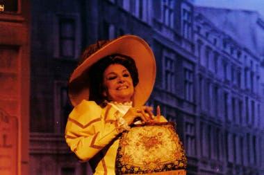 La actriz española Nati Mistral la protagonizó en 1996, en el teatro Astral
