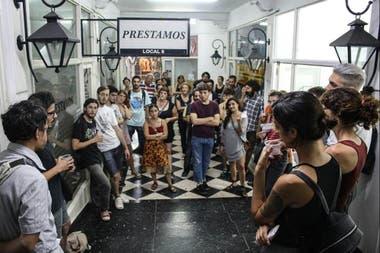 Santa Fe: Fuga funciona en dos locales de una galería comercial