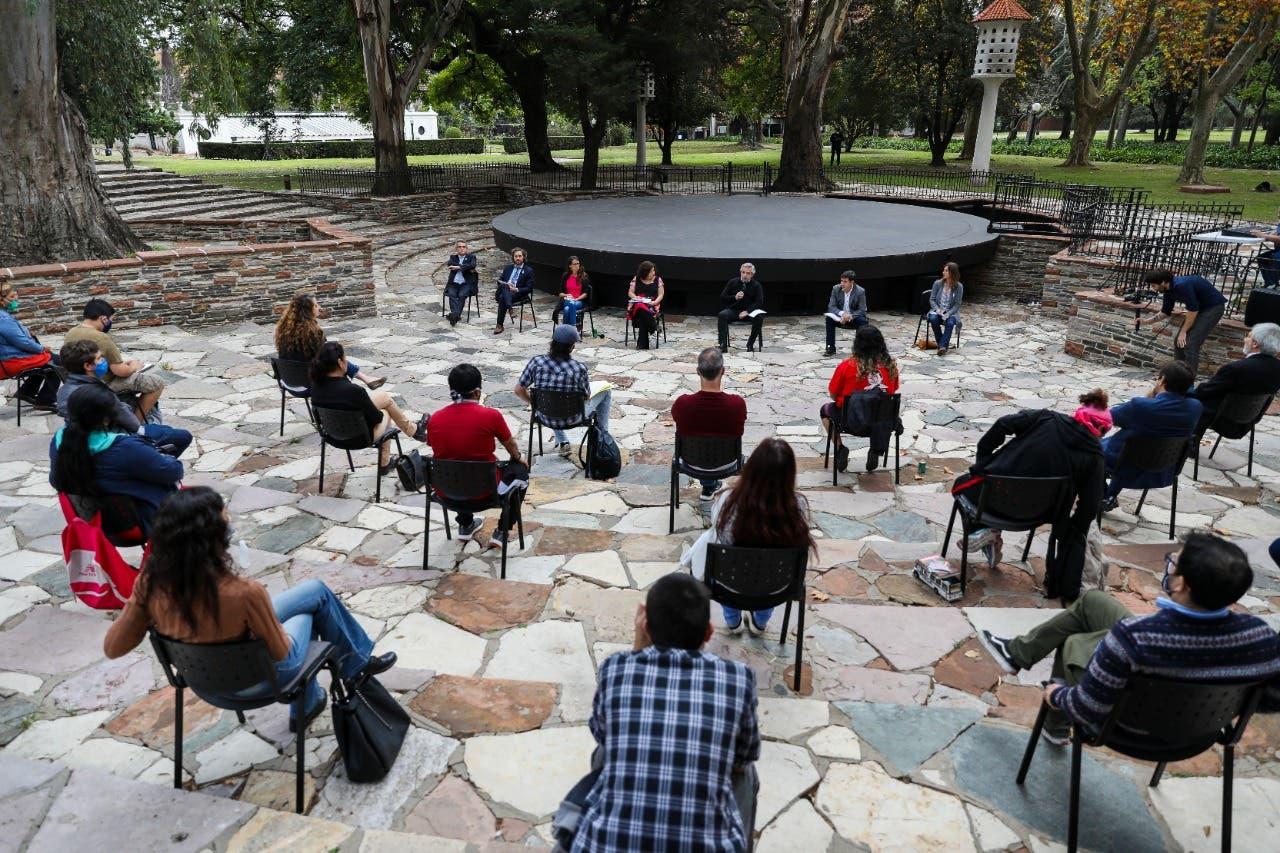 Coronavirus en la Argentina: Alberto Fernández recibió a dirigentes villeros y prometió agilizar la asistencia