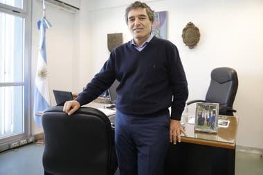 Fernán Quirós, ministro de Salud de la ciudad de Buenos Aires, en su oficina