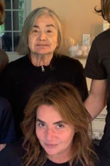 Nancy Pazos junto a su madre, en una foto familiar sacada en el cumpleaños de la periodista, el pasado 27 de abril