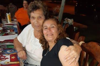 Carmen Acosta vive en Rawson. Cuando se enteró de que su madre estaba enferma de cáncer, empezó a solicitar el permiso para visitarla. La autorización llegó demasiado tarde