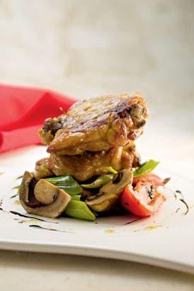 Pollo: muslos marinados en hierbas