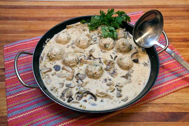 Receta de Albóndigas con salsa de puerros y hongos