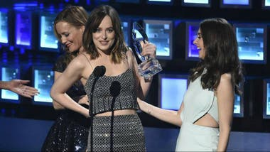 ¡Dakota Johnson obtuvo un premio por 50 sombras de Grey!