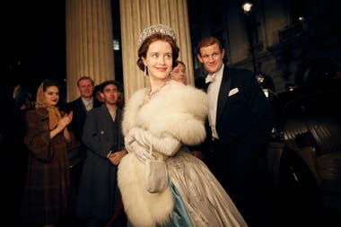 Claire Foy como Queen Elizabeth II en The Crown