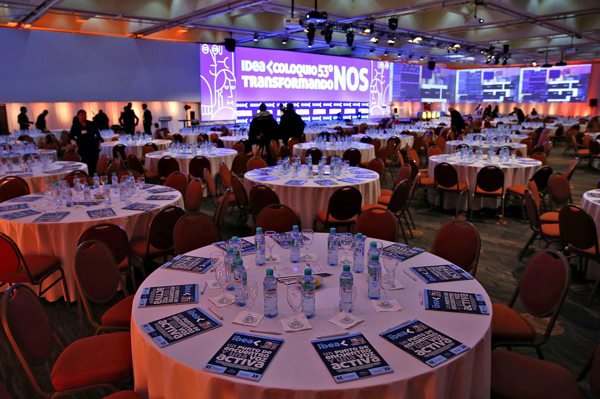 Coloquio de IDEA: con la presencia de figuras de la economía y la política, comienza la cumbre empresarial