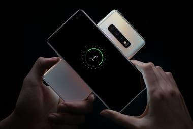 Los nuevos Galaxy S10 pueden cargar otro dispositivo compatible con el estándar de carga por contacto Qi