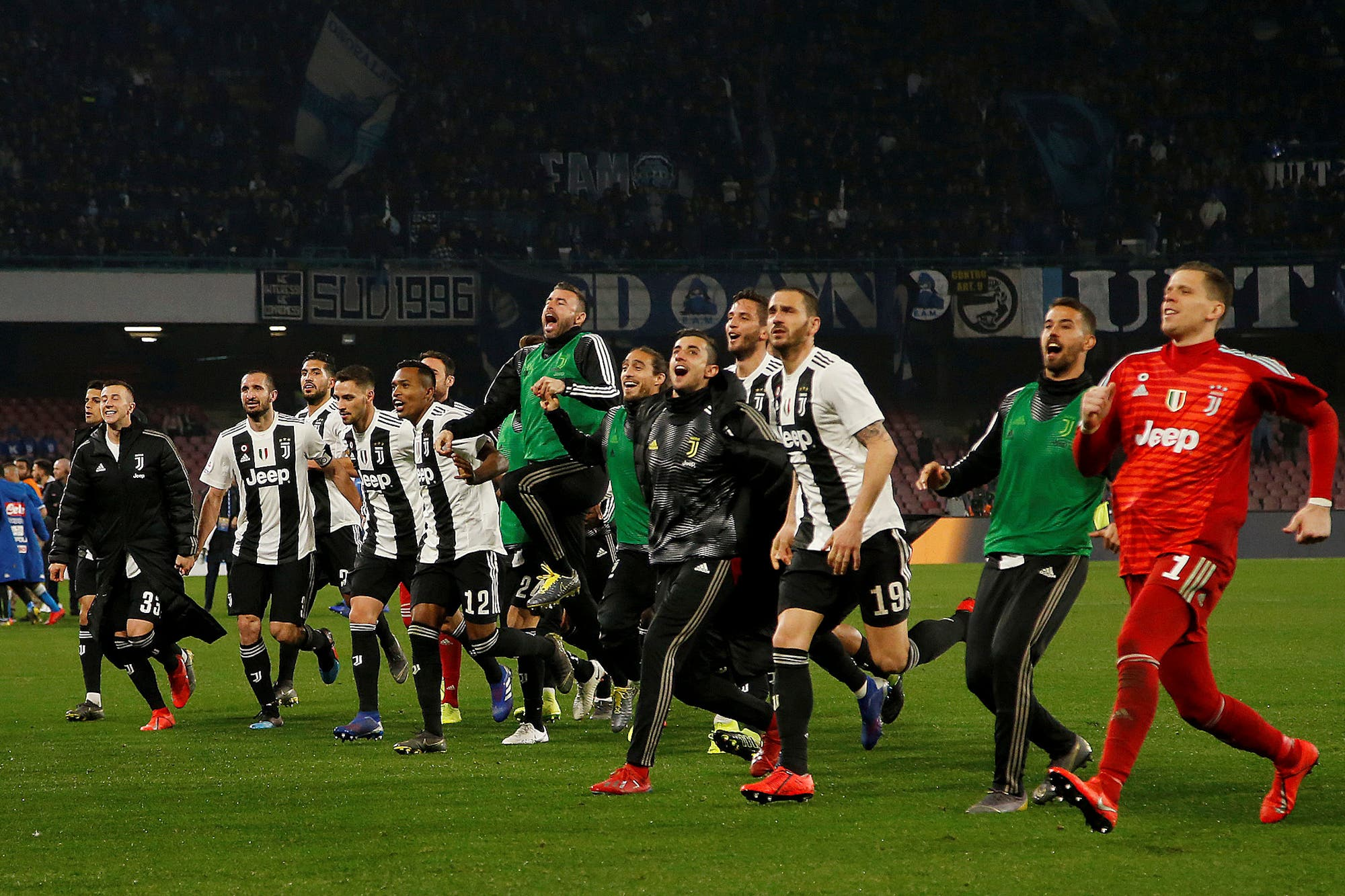 Juventus le ganó a Napoli y le sacó 16 puntos: un golazo, dos expulsiones y el polémico penal que sancionó el VAR
