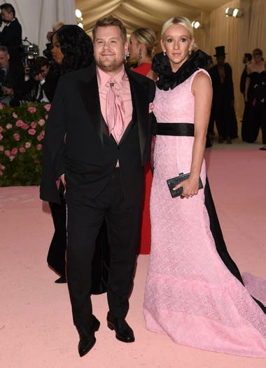 James Corden y su esposa Julia Carey
