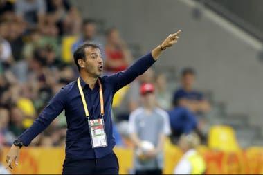 """Fernando Batista terminó dolorosamente su tercera participación -en distintos papeles- en un mundial sub 20; """"creo que no merecíamos irnos"""", opinó el entrenador argentiino."""
