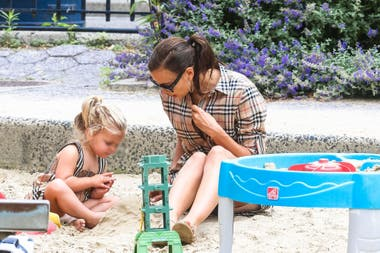 Irina Shayk with her daughter Leah, 2 years old, the fruit of his love with Bradley Cooper