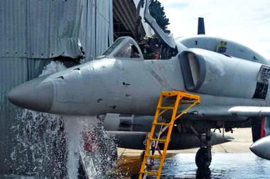 Pese a los tiempos de paz, entre 2001 y 2018 murieron 112 militares en su trabajo o en camino a él, de los cuales 75 están relacionados directa o indirectamente con el estado del equipamiento. Con las víctimas del ARA San Juan, suman 156. Hay caídas de aviones, aplastamientos por tanques, explosion