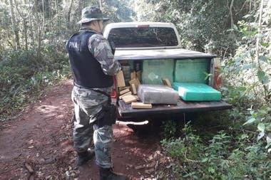 Personal de la Prefectura decomisó una tonelada de marihuana al interceptar una camioneta en Misiones