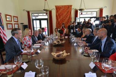 Después del anuncio de la inversión, funcionarios de ambos gobiernos compartieron un almuerzo en Purmamarca
