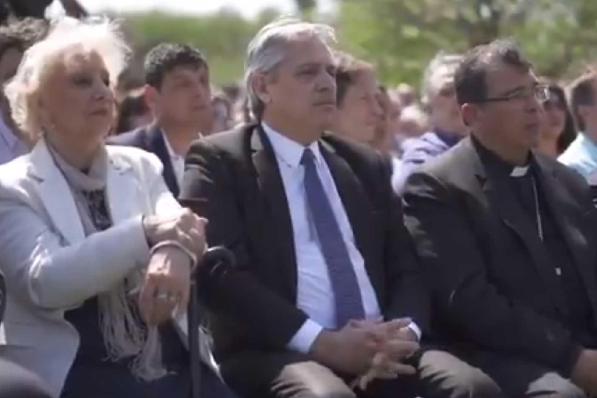"""Del """"río del cambio"""" a """"la Argentina de pie"""": los mensaje de Mauricio Macri y Alberto Fernández para recibir el 2020"""
