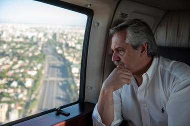 Los analistas creen que fue un acierto que Fernández sea el vocero principal de la crisis