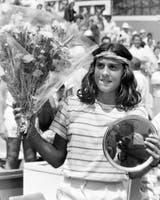 9) Junio de 1984: Gabriela, después de ganar el título junior de Roland Garros, al vencer en la final a la búlgara Katerina Maleeva por 6-3, 5-7 y 6-3.