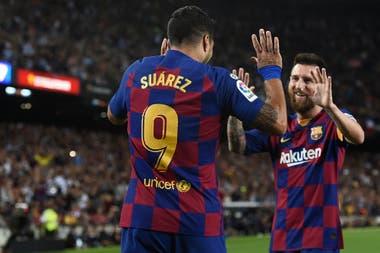 Un festejo entre Messi y Suárez, íntimos amigos, en épocas más felices en Barcelona