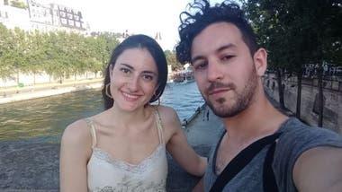 Renata y Aníbal están seguros que el mosquito los infectó en su casa mientras se protegían del coronavirus