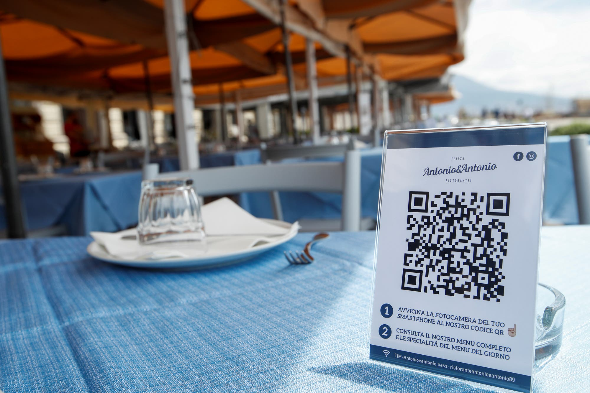 Con un código QR: así ofrecen su menú los restaurantes italianos ...