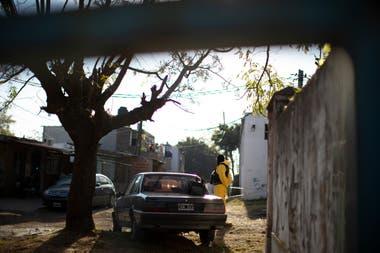La policía realiza vigilancia dentro y fuera del barrio