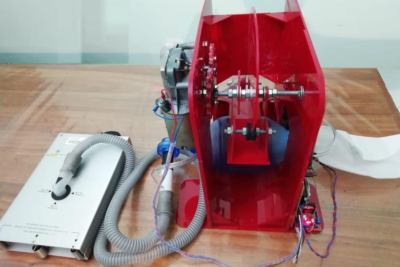 En Santiago del Estero modifican un respirador manual para hacerlo automático y ayudar en la pandemia