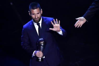 Lionel Messi recibe el premio de la FIFA al mejor jugador (Best FIFA Mens player), en Milan, el 23 de septiembre de 2019