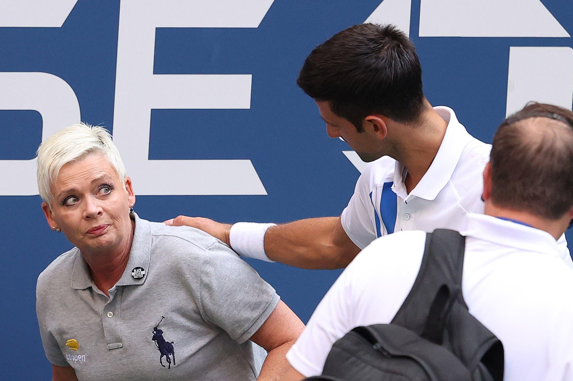 Insólito: Novak Djokovic fue descalificado del US Open por golpear de un pelotazo a una jueza de línea