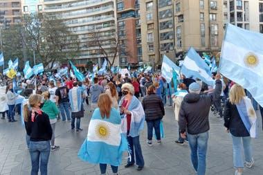 La protesta en Córdoba volvió a reunirse frente al Patio Olmos