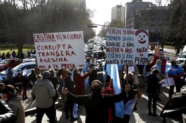 Manifestantes durante el banderazo por el 19S en Mar del Plata