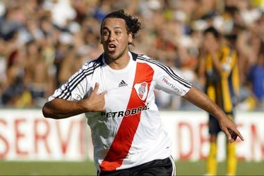 Fabbiani pasó por River en 2009 con 32 partidos y solo tres goles