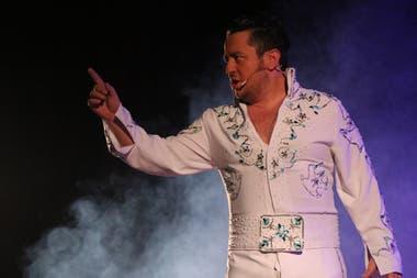 Chacho Garabal le rinde homenaje a Elvis Presley, en la plataforma teatroamma.com