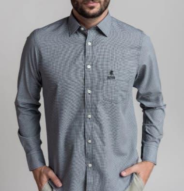 Una camisa 100% algodón es ideal para estar presentable y cómodo a la vez en los meses de calor