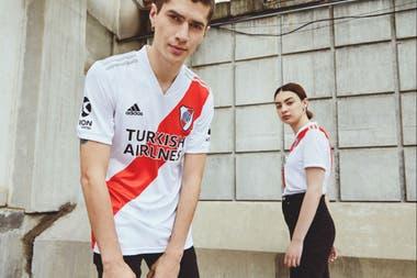 """La nueva camiseta de River y su """"banda eterna"""""""