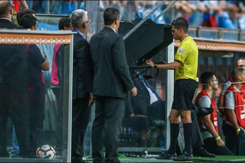 Andrés Cunha, el árbitro de la final, y sus jugadas más polémicas: el VAR y qué dijo del Lanús-River del año pasado