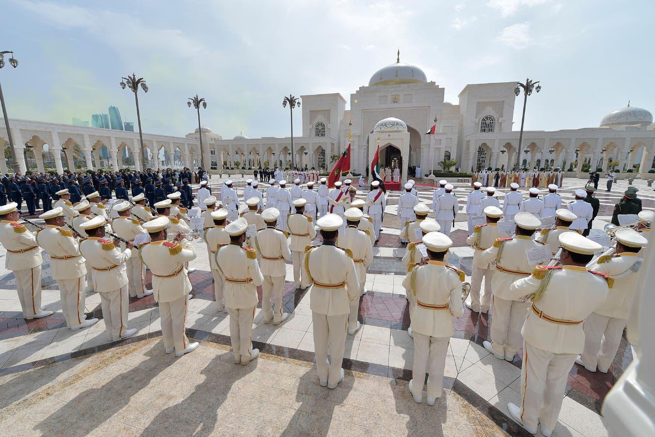 El Papa Francisco asiste a una ceremonia de bienvenida en el Palacio Presidencial en Abu Dabi, Emiratos Árabes Unidos.