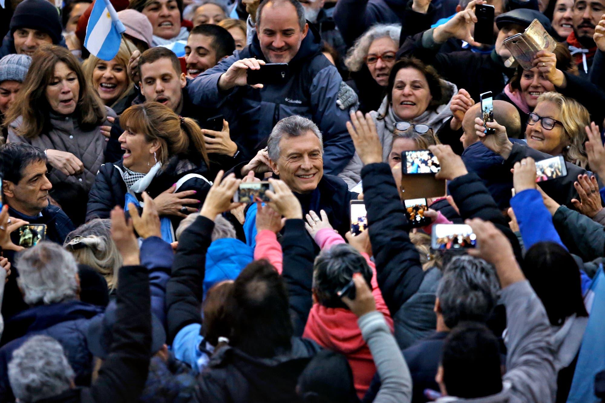 """Mauricio Macri encabezó una multitudinaria marcha Sí se puede en Mar del Plata con Vidal: """"No crean en falsas promesas y espejismos"""""""