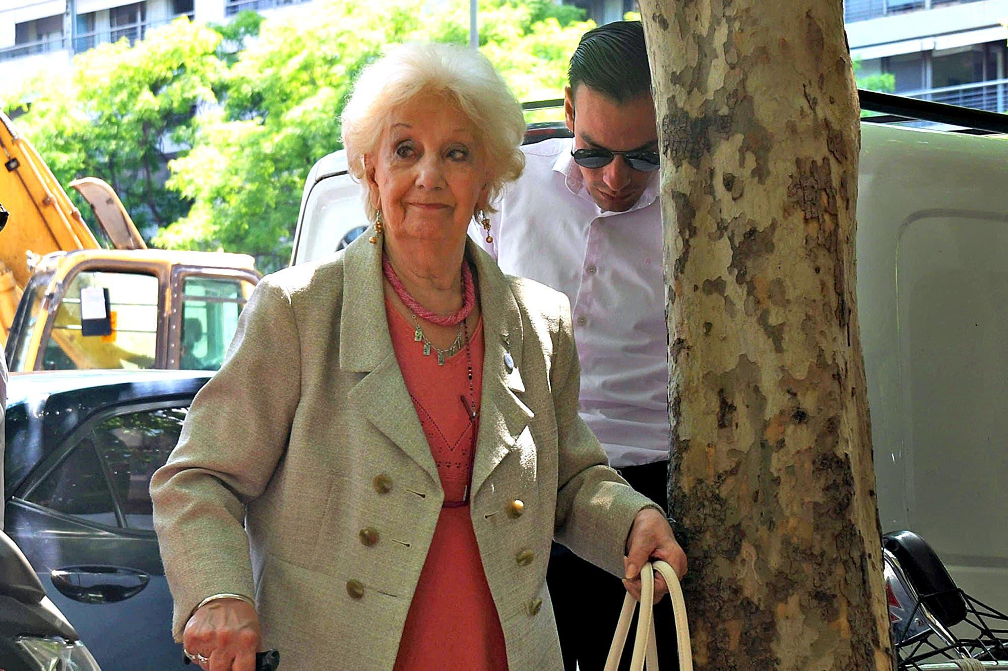 """Estela de Carlotto: """"El pueblo es el que va a tener que poner el hombro"""""""