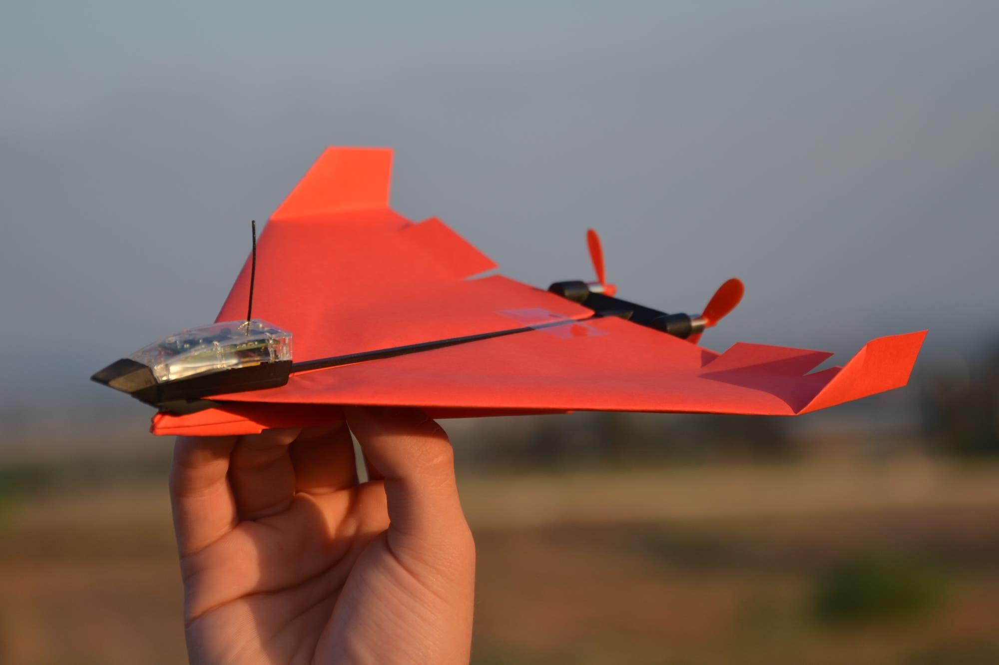 PowerUp 4.0, el avión de papel a motor que se maneja con el celular tiene nueva versión