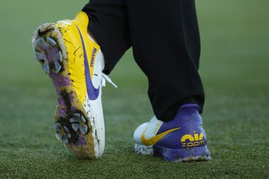 Los zapatos de Brooks Koepka, también a tono con la franquicia para la que Kobe jugó durante sus 20 temporadas en la NBA.