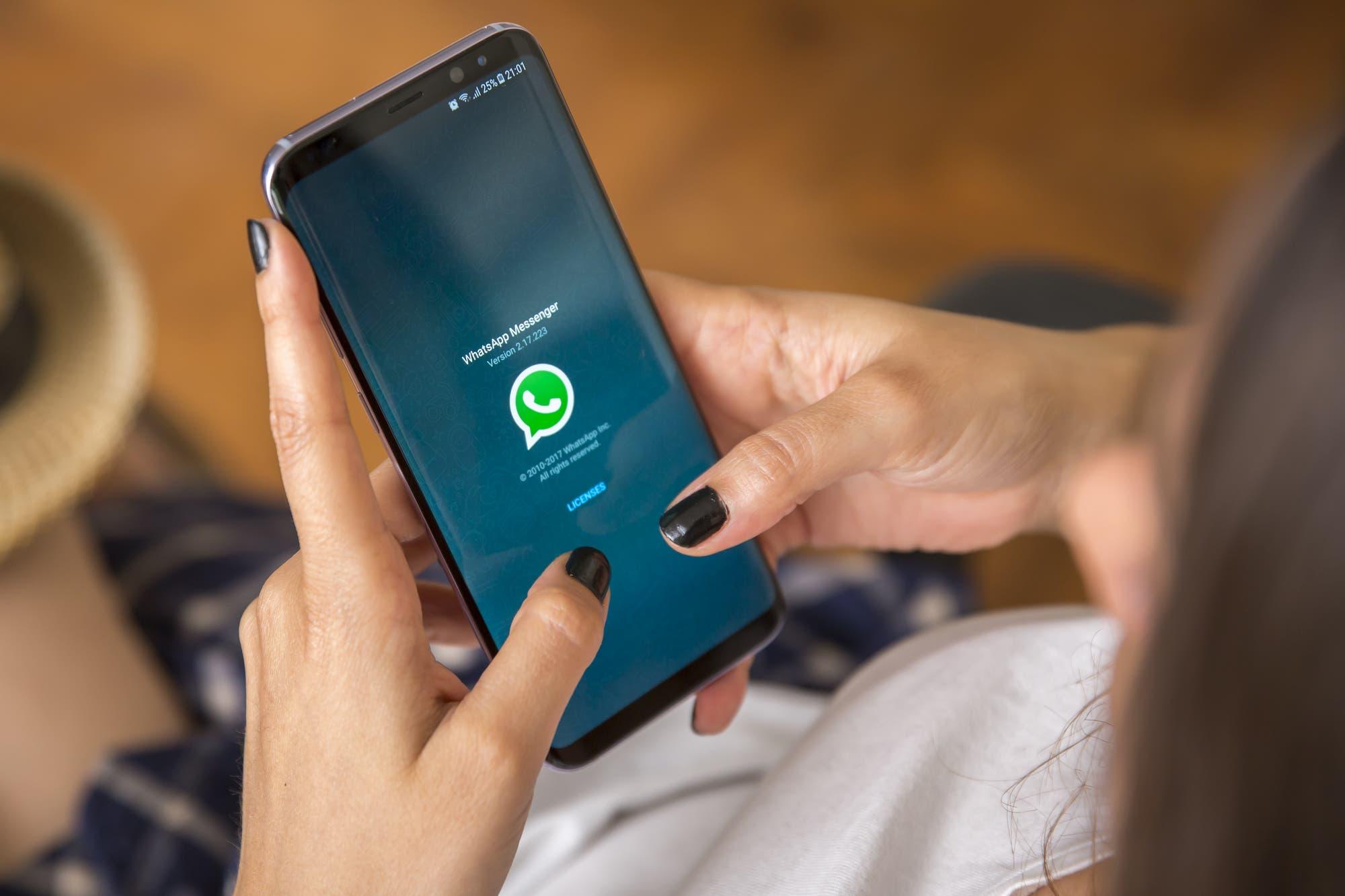 Con fondos de colores, WhatsApp ahora ofrece más opciones para personalizar el modo oscuro
