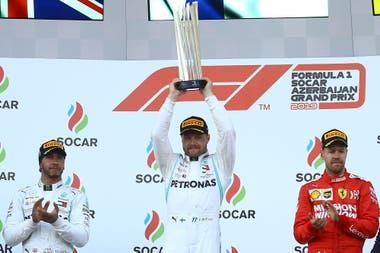 Azerbaiján 2019: el ganador Valtteri Bottas, de Mercedes; el segundo lugar para Lewis Hamilton, de Mercedes, y en el tercer lugar, Sebastian Vettel