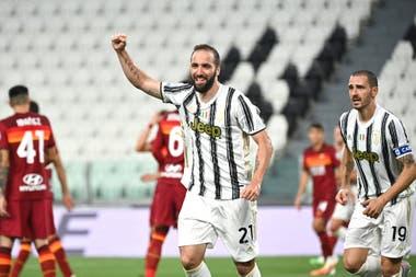 Gonzalo Higuaín volvió a la titularidad y al gol en Juventus, pero su equipo cayó por 3-1 ante Roma