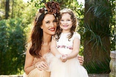 Camila Cavallo junto a su hija, Alma